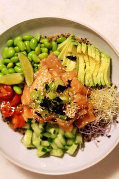Wij zijn dol op poké bowls en maakten eerder al dit heerlijke (en simpele) recept. Maar verandering van… Pork Recipes For Dinner, Mexican Dinner Recipes, Bibimbap Bowl, Poke Recipe, Recipe Box, Healthy Recepies, Pureed Food Recipes, Salad Recipes, Poke Bowl