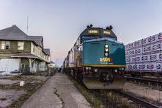 Considerado como uno de los 10 mejores recorridos a realizar en un tren, ésta experiencia comienza en Toronto y viaja por todo el oeste canadiense hasta llegar a la Isla de Vancouver. Durante cuatr…