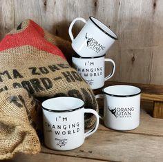 Orang Utan Coffee Project es un proyecto contra la deforestación en Sumatra debido a las plantaciones masivas para obtener aceite de palma. Esto está acabando con la fauna local, como los orangutanes que se encuentran en peligro de extinción. Con este proyecto se ayuda a los campesinos locales a recuperar los cafetales y se obtiene un café de gran calidad. A España llega de la mano de Dibarcafé. El café y los RETROPOT diseñados por slow ya se pueden encontrar en las mejores cafeterías.  Un…