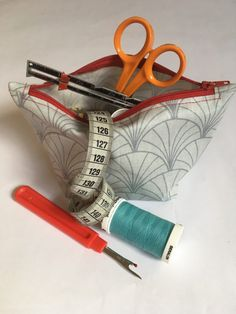Crazy kits of all sizes - Zipper Pouch Tutorial, Sewing Lessons, Diy And Crafts, Coin Purse, Patches, Kit, Quilts, Knitting, Paris