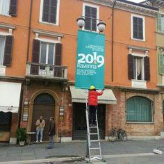 A Ravenna la giornata è grigia ma cerchiamo di colorarla con i nuovi stendardi di #ra2019 - @ravenna2019- #webstagram