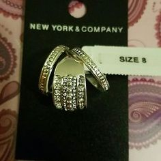 I just discovered this while shopping on Poshmark: NWT sparkling fashion rings size 8. Check it out! Price: $10 Size: OS