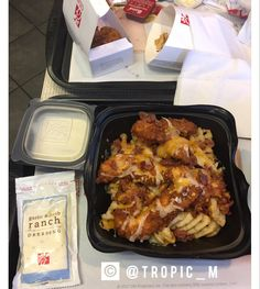 ‼️ CHICK-FIL-A LOVERS ‼️ Order a : Med/Lg fries with strips or nuggets in a salad bowl ' with Monterrey Jack cheese from the salads & bacon bits from the salads thank me later I Love Food, Good Food, Yummy Food, Mouth Watering Food, Food Goals, Food Cravings, Food Hacks, Food Inspiration, Cooking Recipes
