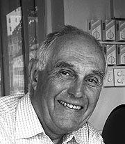 Geoffrey D Harcourt : 1000 images about design geoffrey harcourt born in 1935 on pinterest chaise longue ~ Frokenaadalensverden.com Haus und Dekorationen
