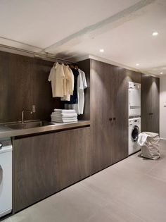 Give your laundry room with this Vintage Laundry Room Decor Idea! Find inspiration for your laundry room design classic and simple impressed. Modern Laundry Rooms, Laundry Room Layouts, Laundry Room Cabinets, Laundry Room Organization, Modern Room, Laundry Storage, Laundry Shelves, Room Shelves, Utility Room Designs