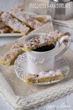 SFOGLIETTE MANDORLATE - DOLCETTI DA CAFFÈ Italian Cake, Italian Desserts, Italian Recipes, Sweets Cake, Cookie Desserts, Biscuits, Galletas Cookies, Cupcakes, Burritos