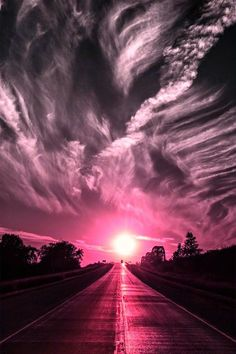 Funny pictures about Fascinating sunset. Oh, and cool pics about Fascinating sunset. Also, Fascinating sunset. All Nature, Amazing Nature, Science Nature, Pink Nature, Beautiful Sunset, Beautiful Places, Beautiful Pictures, Simply Beautiful, Cool Pictures Of Nature