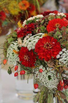 ✿ Flower Arrangements, Floral Wreath, Victoria, Wreaths, Table Decorations, Flowers, Home Decor, Floral Arrangements, Floral Crown