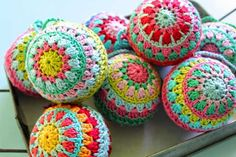 Christmas crochet baubles - 10 Fabulous and Free Christmas Crochet patterns