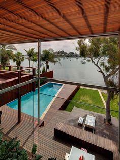 contemporary beach house home design // patio decor // glass, Hause und garten