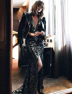 Rien de tel qu'un perfecto en cuir pour apaiser une sensuelle robe du soir ! (robe Aelkemi - The Chronicles of Her)