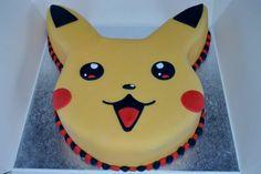 eine idee für eine pokemon torte   hier ist ein gelbes pokemon wesen pikachu mit roten backen und schwarten augen