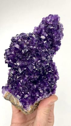 Minerals And Gemstones, Rocks And Minerals, Crystal Aesthetic, Beautiful Rocks, Amethyst Cluster, Rocks And Gems, Stones And Crystals, Fossils, Quartz