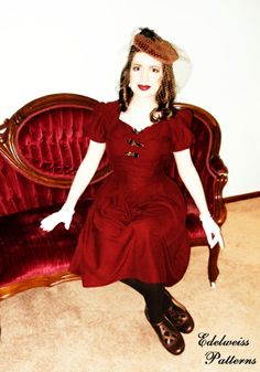 My new dress made from a vintage Hollywood Pattern.  {Sewn by Edelweiss Patterns} <3
