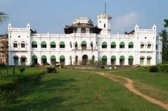 Rajkanika Palace is the north end block of Kendrapara district and nearer to Bhadrak and Jajpur District. It is wrapping by rivers in three sides, the rivers are Brahmani, Baitarani, and Kharashrota. This is one of the most tourist places in Kendrapara District.