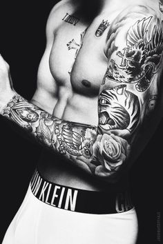 Soy belieber y me encanta esta foto ya que muetra muy bien una parte de los tatuajes de mi idolo