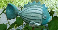 Bunte Keramikfische in großer Auswahl modelliert aus Meisterhand. Meine Fische sind frostfest und auch als Wasserspeier erhältlich. Versand ist möglich.