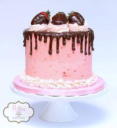 Strawberry chocolate cake!  #strawberrydripcake #strawberrychocolatedripcake #chocolatedripcake  #pinkchocolatedripcake #pinkchocolatecake #pinkdripcake #chocolatedripcake #strawberrycake #peggydoescake