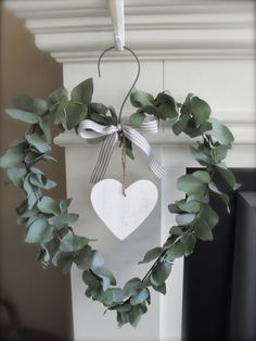 Valentine's day is right around the corner and love is in the air! I love wreaths, and I love Valentine's Day, so Valentine's Day Wreaths are pretty darn… Nordic Christmas Decorations, Christmas Diy, Christmas Wreaths, Holiday Decor, Diy Valentines Day Wreath, Valentines Day Decorations, Deco Floral, Valentine's Day Diy, Mason Jar Diy