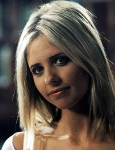 Buffy Summers | Sarah Michelle Gellar in this picture reminds me of Felicity Jones