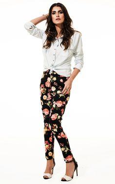 Lookbook Raizz Primavera-Verão 14 - Camisa jeans lavado. Calça skinny estampa floral coral