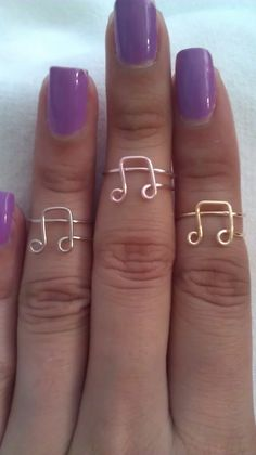 Wired Music Note Rings- I'd make a rink to be worned below my knuckles- but love this idea! :)