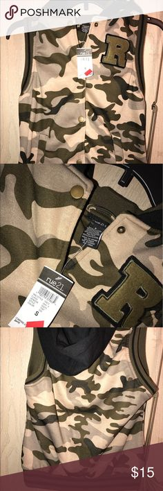 CAMO VEST‼️ CAMO VEST‼️ brand new with tags it's a size small but could most likely probably fit a medium it was kinda big on me Rue 21 Jackets & Coats Vests