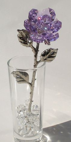 Purple Crystal Rose Made Using Swarovski Crystal in Vase This exquisite saumon is manufactured by Bjcrystals using genuine Swarovski crystals. The purple co Purple Love, All Things Purple, Shades Of Purple, Swarovski Crystal Figurines, Swarovski Crystals, Glass Figurines, Purple Aesthetic, Foto Art, Fantasy Jewelry