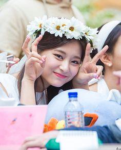 """""""sleep tight, Twice fan event [dance challenge] . Kpop Girl Groups, Korean Girl Groups, Kpop Girls, Nayeon, Tzuyu Wallpaper, Twice Tzuyu, Twice Fanart, Twice Once, Chaeyoung Twice"""