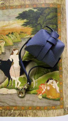 Petunia Mini Stella, Chiaroscuro, India, Pure Leather, Handbag, Bag, Workshop Made, Leather, Bags, Handmade, Artisanal, Leather Work, Leather Workshop, Fashion, Women's Fashion, Women's Accessories, Accessories, Handcrafted, Made In India, Chiaroscuro Bags - 2