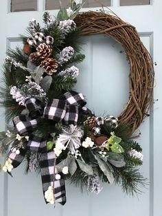 Holiday Wreaths, Christmas Decorations, Christmas Ornaments, Holiday Decor, Winter Wreaths, Diy Wreath, Grapevine Wreath, Wreath Ideas, Country Christmas