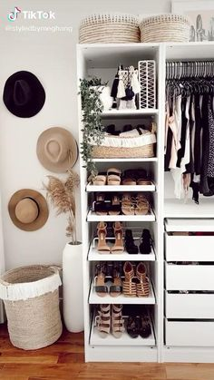 Spare Room Closet, Small Apartment Closet, Wardrobe Room, Small Closets, Spare Bedroom Closets, Small Wardrobe, Closet Space, Bedroom Closet Design, Room Ideas Bedroom