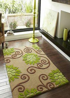 teppich blumenmuster lila gr n wohnzimmer dielenboden. Black Bedroom Furniture Sets. Home Design Ideas