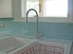 Perfect use of Aqua glass subway tile. Gorgeous!! https://www.subwaytileoutlet.com/products/Aqua-Glass-Subway-Tile.html#.VZcbqflViko