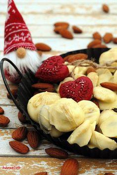 Recipe for Chocolate Liquorice Almonds  | Rezept für softe Schoko-Lakritzmandeln | find me on Facebook: https.//facebook.com/herzelieb | © herzelieb |    Schoko-Lakritzmandeln - süß und herzhaft! Ein tolles Geschenk für Weihnachten aus der Küche