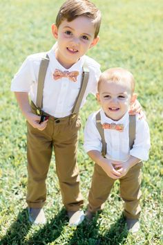 adorable ring bearers in suspenders and pink bow ties / photo by elainepalladino.com