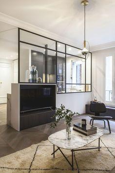 Apartment Paris 65 refined with glass roof – decor Basement Remodel Diy, Basement Remodeling, Home Interior, Interior Decorating, Interior Design, Furniture Plans, Living Room Furniture, Beton Design, Glass Partition