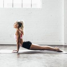 xx FIND OUT WHY YOU SHOULD TRY MEDITATING BEFORE YOUR MORNING YOGA PRACTICE /// http://www.chelseyrosehealth.com/health-advice/2017/1/20/morning-meditation-is-my-fire-right-now