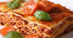 Slow cookers aren't just for soups and meatballs. There are several foods that can be cooked in a slow cooker, and they're just as delicious as the traditional method. Here are 10 recipes you need to try ASAP. Bulk Cooking, Cooking Time, Lasagne Recipes, Homemade Lasagna, Hidden Veggies, Roasting Pan, Food Festival, Rind, Fast Recipes