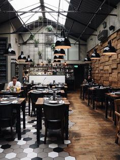 Interior Design For Living Room Product Coffee Shop Interior Design, Coffee Shop Design, Bar Interior, Restaurant Interior Design, Cafe Design, Industrial Restaurant Design, Brewery Design, Design Industrial, Cafe Restaurant