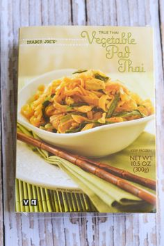 Here it is guys! A couple months ago I did a roundup of my favorite frozen meals at TJ's, and I got a couple requests to do a vegan roundup so voila! Being a self-proclaimed Trader Joe… Vegetarian Shopping List, Trader Joes Vegetarian, Vegetarian Recipes, Healthy Recipes, Vegan Foods, Paleo Diet, Vegan Meals, Keto, Vegan Frozen Meals