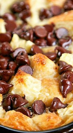 Chocolate Croissant Breakfast Bake Recipe ~ Incredibly delicious… Buttery croi… Chocolate Croissant Breakfast Bake Recipe ~ Incredibly delicious… Buttery croissants, cream cheese, sugar, eggs, milk and chocolate. Can assemble and refrigerate overnight. Baked Breakfast Recipes, What's For Breakfast, Breakfast Items, Breakfast Dishes, Brunch Recipes, Dessert Recipes, Desserts, Fun Breakfast Ideas, Croissant Breakfast Casserole