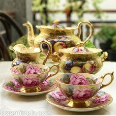 Vintage Gold Teaset made in England Tea Cup Set, Tea Cup Saucer, Vintage Dishes, Vintage Tea, Café Chocolate, Teapots And Cups, Teacups, Antique Tea Cups, China Tea Sets