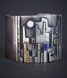 Cuff | Linda Ladurner. ''New York by Night'. 2010. Silver, gold, white opal, lapis lazuli, emerald and garnet