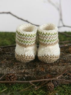Every baby needs a tailored boot! This crochet pattern uses a stitch that looks like it's knit! It's simple and fun to crochet so mix and match your colors for boy or girl and get busy making your own boots. Crochet Baby Boots, Booties Crochet, Baby Booties, Kids Crochet, Crochet Slippers, Baby Shoes Pattern, Baby Patterns, Crochet Patterns, Knitting Patterns