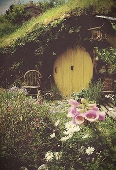 love photography art life Cool lord of the rings beautiful hippie hipster Little vintage indie the hobbit lovely flowers nature amazing floral love this the shire dark vintage Hobbit Hole