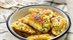 Punjene jastučiće od tijesta volimo u bilo koje doba godine Gnocchi, Potato Salad, Potatoes, Chicken, Ethnic Recipes, Food, Basket, Potato, Essen