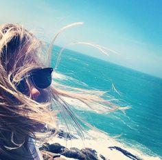 Cabelos ao vento.
