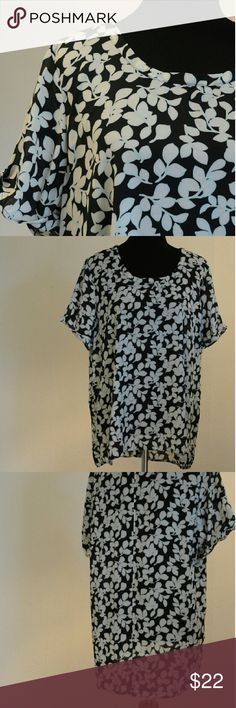 Halogen short sleeve blouse Excellent used condition Halogen Tops Blouses