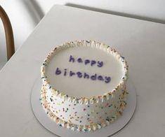 Pretty Birthday Cakes, Pretty Cakes, Cake Birthday, Birthday Cake Decorating, Bolo My Little Pony, Mini Cakes, Cupcake Cakes, Frog Cakes, Simple Cake Designs